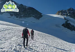 A guided glacier hike: your first steps in high mountains!